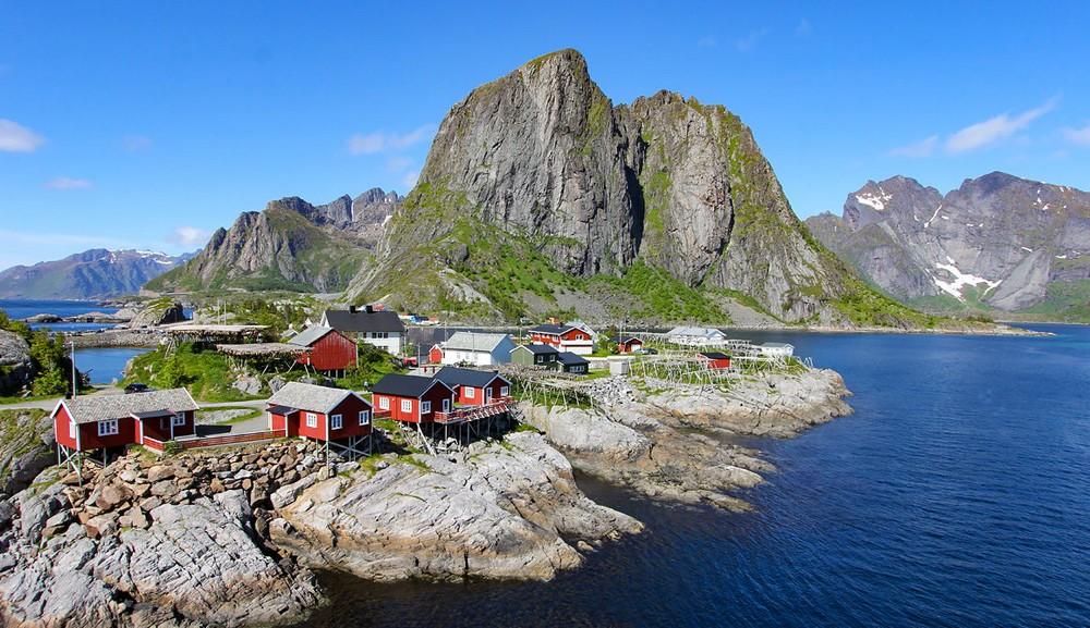Que visiter : l'archipel des Lofoten ou le Sultanat d'Oman ?